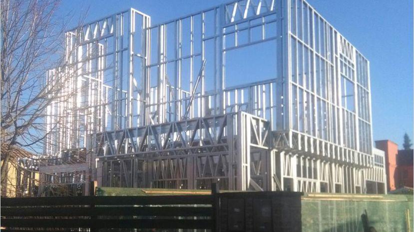 Edificio con Steel Frame